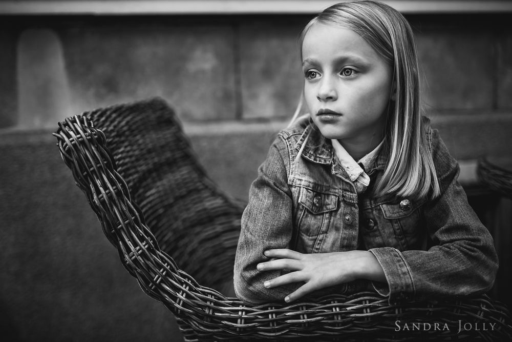 Sandra-jolly-photography-black-and-white-portait-of-girl