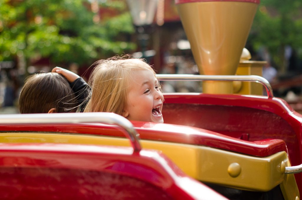 grona-lund-august-laughing-train