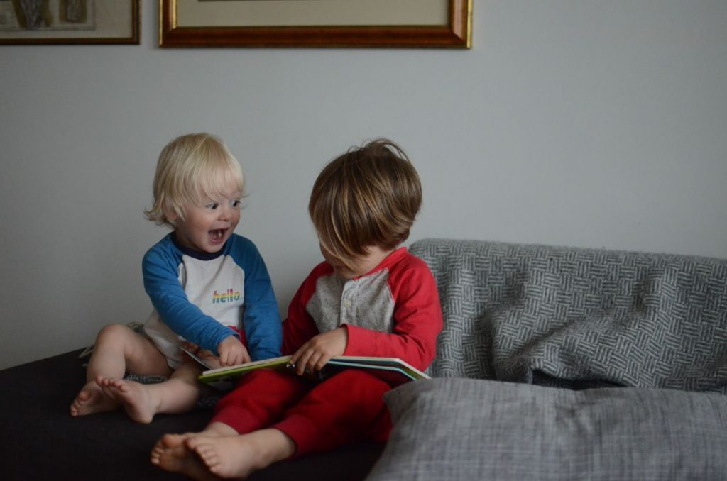 brothers-reading