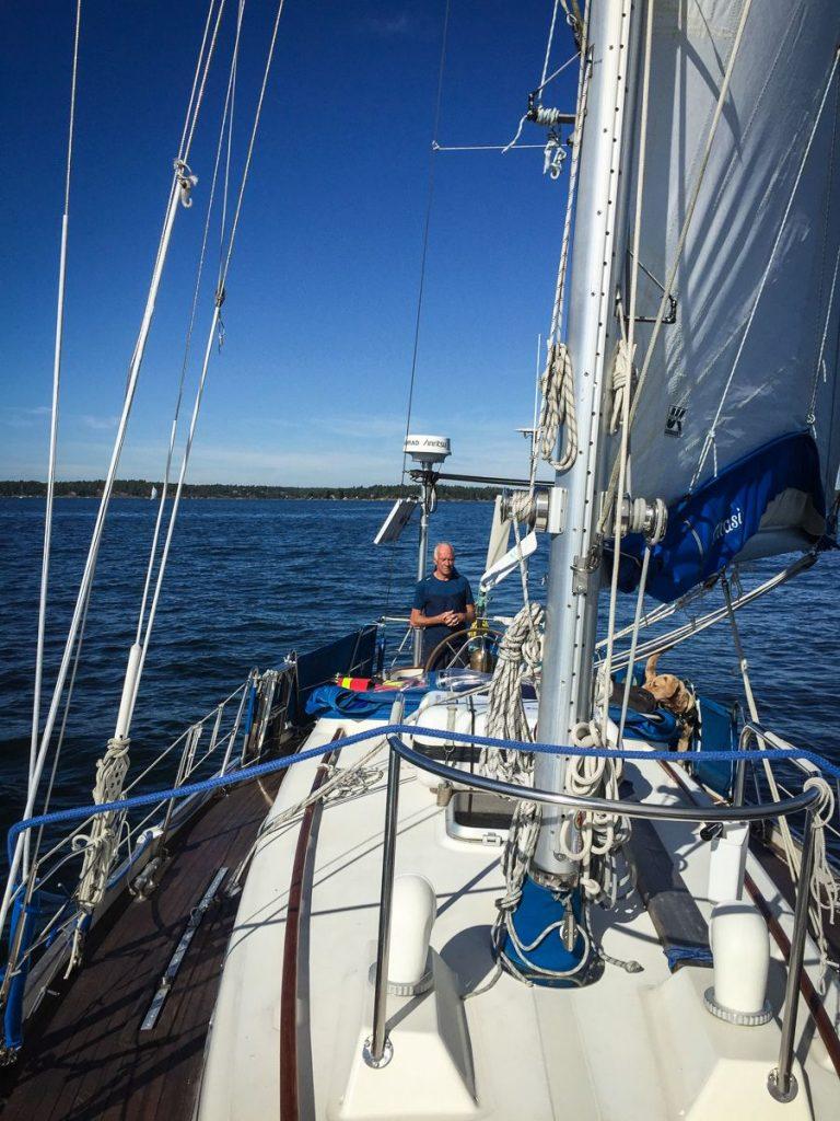 stockholm-archipelago-sailing-deck-mast