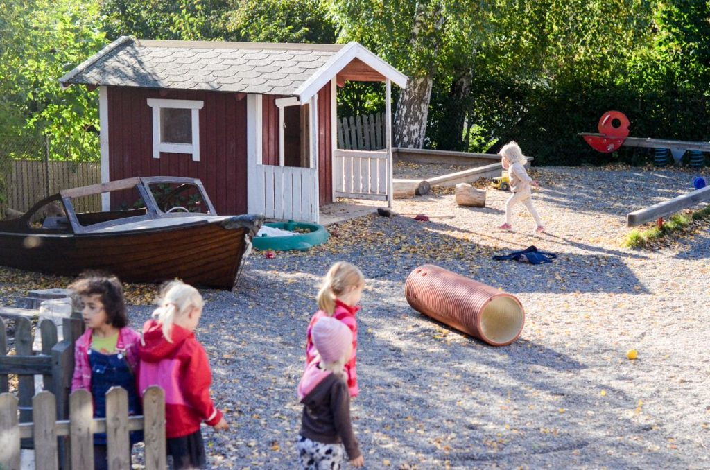 preschool-in-sweden-kids-playing